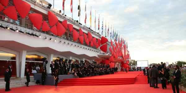 la mostra del cinema di venezia tappeto rosso